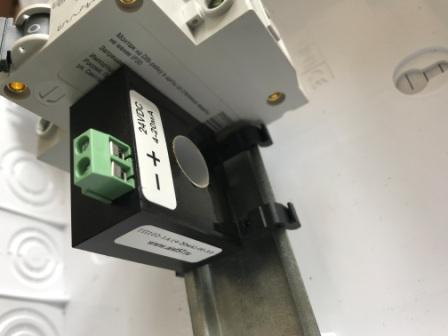 Фото 7. датчик тока ТП102 с выходом 4-20мА с креплением на DIN рейку